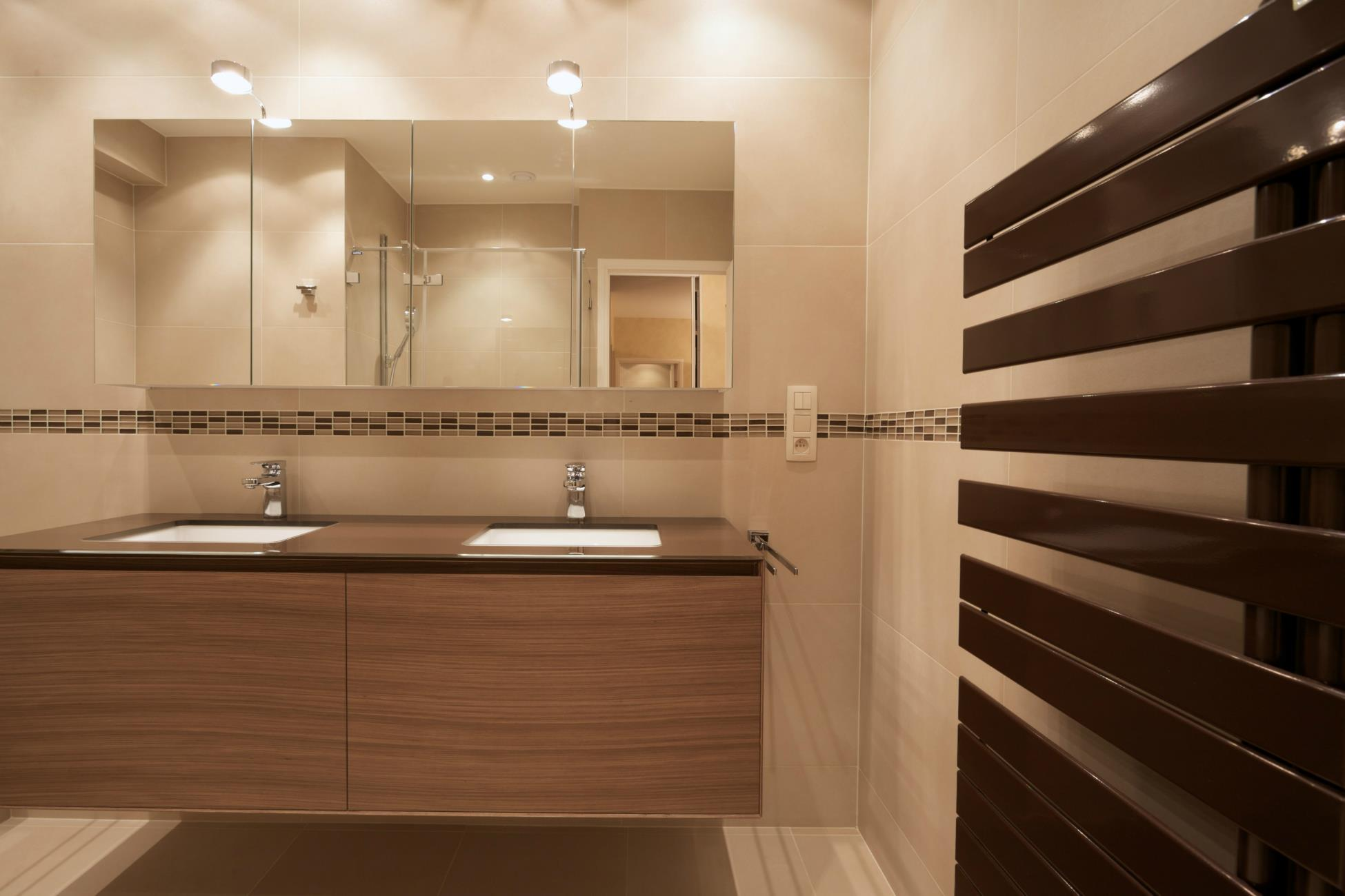 Salle de bain design r alisations renov management for Photo salle de bain design