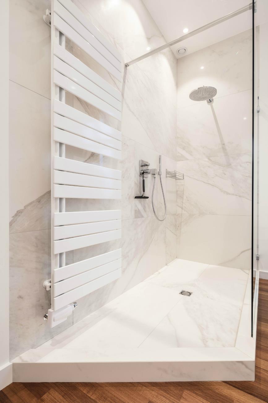 salle de bain avec parquet r alisations renov management. Black Bedroom Furniture Sets. Home Design Ideas
