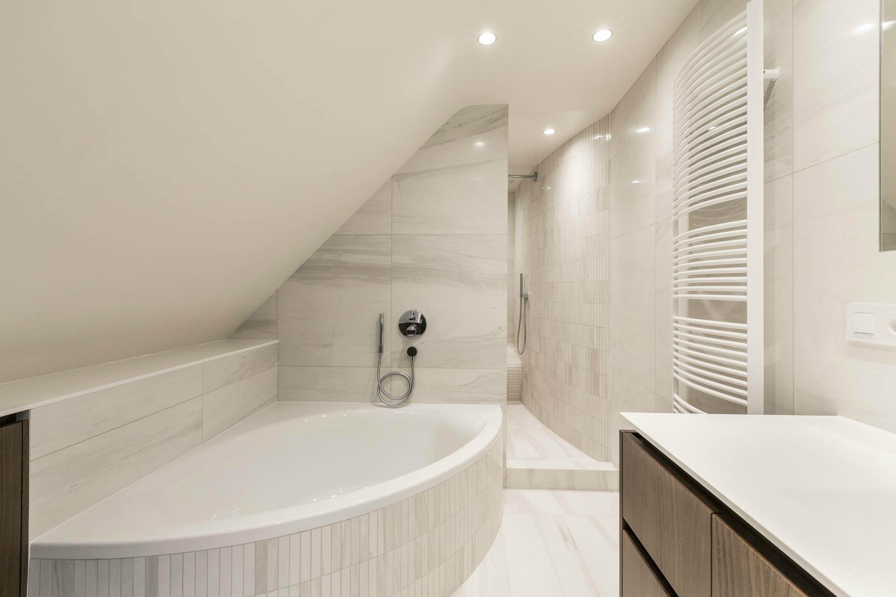 Renovation salle de bain meuble sur mesure r alisations for Plaque renovation salle de bain